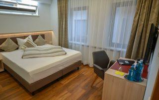 Zimmer Hotel Restaurant Weisses Ross bei Nürnberg